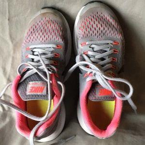 Nike Girls Zoom Pegasus 34 Running Shoe. Size 3Y